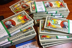 Bản tin NLĐ ngày 28-12: Tiền in linh vật gà trống đắt hàng