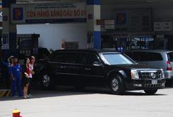 Cảnh sát giao thông hộ tống xe của TT Obama đổ xăng ở TP HCM