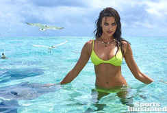 Bản tin đặc biệt cuối tuần NLĐ: Nếu người đẹp Irina bị cá mập lấy hết đồ bơi?