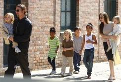 Cặp đôi vàng Hollywood Angelina Jolie - Brad Pitt tan rã