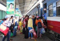 Phóng sự: Những người cuối cùng trên sân ga, bến xe chiều cuối năm