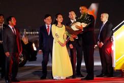 """Cô gái tặng hoa cho TT Obama: """"Tay ngài Obama ấm lắm!"""""""