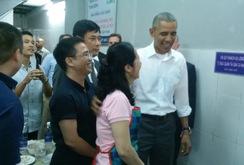 TT Obama đi ăn bún chả ở Hà Nội, qua hình ảnh của  Reuters