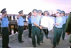 Lễ khâm liệm phi công Trần Quang Khải tại cầu cảng