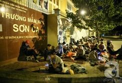 Bản tin NLĐ ngày 12-7: TP HCM: Sắp hàng suốt đêm để xin con vào trường mầm non