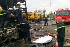 Tai nạn xe khách thảm khốc: 12 người chết cháy, 36 người bị thương