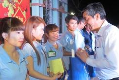 LĐLĐ TP HCM: Hơn 30 ngàn vé xe và quà cho công nhân về quê ăn Tết