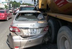 6 ô tô tông nhau liên hoàn, kẹt xe nghiêm trọng