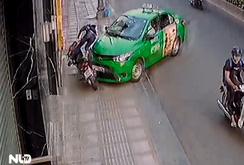 Tài xế taxi phi xe lên vỉa hè, tông gục tên cướp