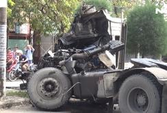 Xe đầu kéo tông xe máy, 1 người chết, 2 người bị thương