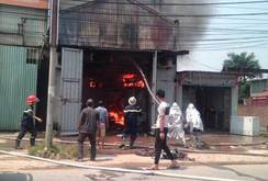 Cháy lớn ở xưởng bánh kẹo Hà Nội: Ít nhất 8 người chết
