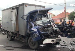 Đầu xe tải nát bét trên quốc lộ 22, một người chết