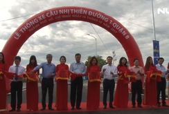 Người dân phấn khởi khi cầu Nhị Thiên Đường 1 thông xe