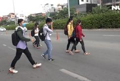 Ghi nhanh: Từ 2018, người đi bộ sai luật có thể bị phạt tù đến 15 năm