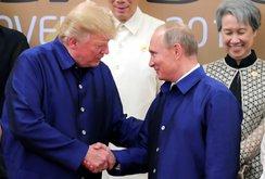 Clip: TT Donald Trump và TT Vladimir Putin bắt tay tại APEC 2017