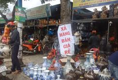 Ghi nhanh: Nhộn nhịp mua bán hàng thanh lý dọc đường Trường Chinh