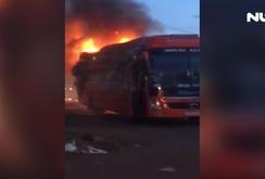 Xe khách bốc cháy, 40 hành khách tháo chạy