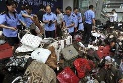 Bản tin NLĐ ngày 26-6: Trung Quốc kiếm 400 tỉ USD mỗi năm từ việc làm hàng giả