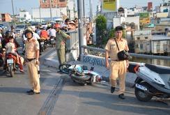2 thanh niên đi xe máy rơi xuống kênh, 1 người tử vong