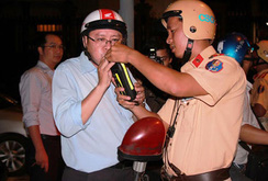 Bản tin NLĐ ngày 13-4: Người dân TP HCM không hài lòng về CSGT, hãy gọi 0693.187.521