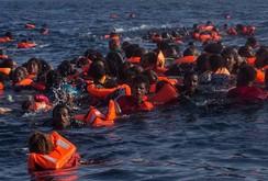 Bản tin NLĐ ngày 25-5: Lật tàu trên Địa Trung Hải, 200 người rơi xuống biển