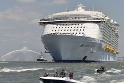 Bản tin NLĐ ngày 3-3: Trung Quốc khai thác trái phép tàu du lịch tới Hoàng Sa
