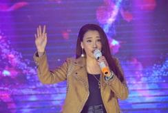 """Hồ Quỳnh Hương:  """"Dâng hết trái tim mình cho khán giả"""""""