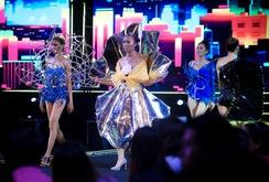 Ấn tượng với lễ hội thời trang và công nghệ 2017
