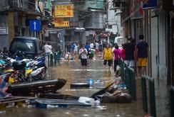 Clip: Bão Hato dữ dội đổ vào Macau, Hong Kong, nam Trung Quốc