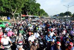 Bản tin NLĐ ngày 2-1-2017: 80 công trình giao thông chống kẹt xe ở TP HCM