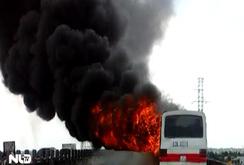 Xe khách 50 chỗ cháy ngùn ngụt trên cao tốc