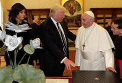 Giáo hoàng Francis thân thiện tiếp Tổng thống Donald Trump