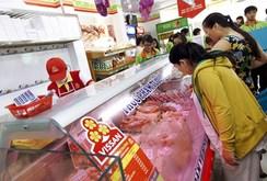 Ghi nhanh: Giá thịt heo Vissan giảm thật sốc, người dân xếp hàng tranh mua