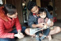 Ghi nhanh: Kỳ lạ bé 3 tuổi người Vân Kiều đọc vanh vách chữ và số