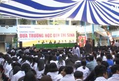 """Hơn 1.800 học sinh hào hứng tham gia """"Đưa trường học đến thí sinh"""" ở TP HCM của Báo Người Lao Động"""
