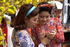 Ghi nhanh: Ngắm những cô gái xinh đẹp trong tà áo dài Cô Ba Sài Gòn