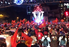 TP HCM: Người dân ầm ầm xuống đường mừng chiến thắng của U23 Việt Nam