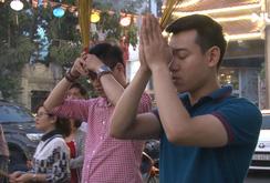 Ghi nhanh: Người dân TP HCM nô nức đi chùa cầu an rằm tháng Giêng