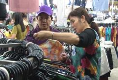 """Công nhân mua sắm thoả thích tại """"Tuần lễ xanh - đồng hành người lao động"""""""