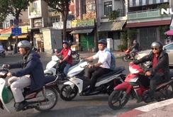 Phóng sự: Vô tư đi vào đường cấm trên cầu bắc qua kênh Nhiêu Lộc – Thị Nghè