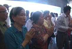 Ghi nhanh: Người dân nô nức đi lễ hội đền Hùng