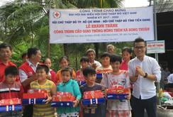 Ông Lê Hoàng Thạch nhận 2 bằng khen về hoạt động từ thiện