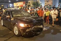Clip xe BMW tông hàng loạt xe máy, 1 người chết, nhiều người bị thương
