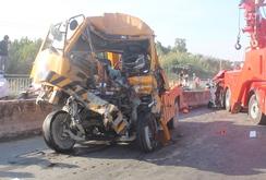 Xe cứu hộ tông xe container tại cầu Phú Mỹ, 3 người chết