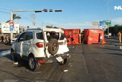 Xe cứu hỏa đâm liên hoàn 3 ô tô khi đi chữa cháy