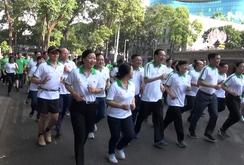 Hàng ngàn người dân TP HCM tham gia ngày chạy Olympic