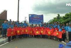 500 lá cờ Tổ quốc trao tay ngư dân Côn Đảo