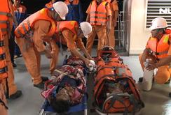 Bốn ngư dân bị ngạt khí hầm cá, 2 người nguy kịch