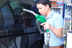 Ghi nhanh: Dịch vụ tự đổ xăng và thanh toán bằng thẻ ở TP HCM