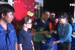 Hàng ngàn tấm vé nghĩa tình trao cho công nhân về quê đón Tết